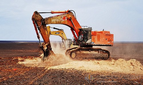 胡国强到哈密三塘湖矿区石头梅一号露天煤矿一期工程现场指导推进